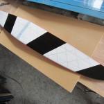 主翼下面 視認性重視で白黒塗装